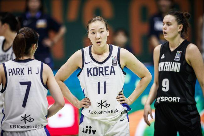 배혜윤-강이슬 활약 女농구, 뉴질랜드 꺾고 아시아컵 4강행...중국과 결승 다툼