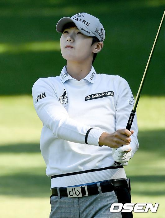 [사진]박성현,공이 제대로 가고 있나?
