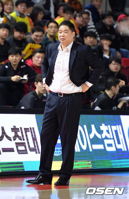 '개막 후 4연패' LG, 김종규 빈자리 너무 크네
