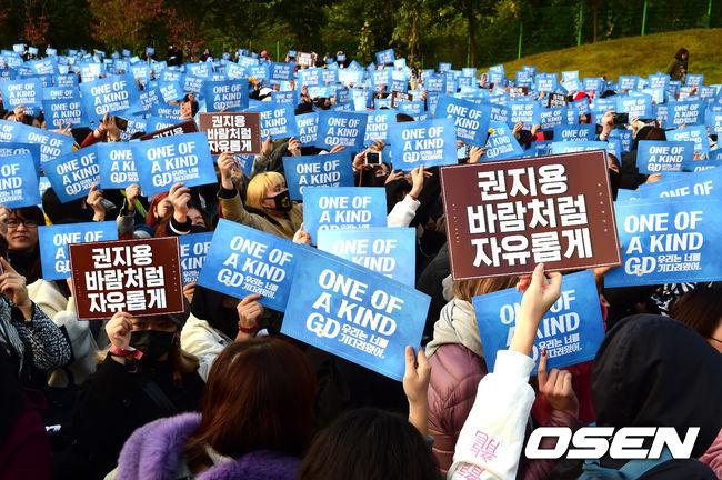 [OSEN=용인, 지형준 기자]수많은 팬들이 운집해 지드래곤을 기다리고 있다. /jpnews@osen.co.kr