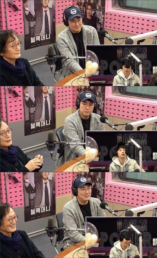 [사진=SBS 보는 라디오 화면] '블랙머니'에 출연하는 배우 조진웅(오른쪽)과 연출한 정지영 감독이 '씨네타운'에서 입담을 뽐냈다.