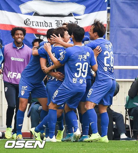 [사진]김민우 추가골 기뻐하는 수원 삼성,우승이 보인다