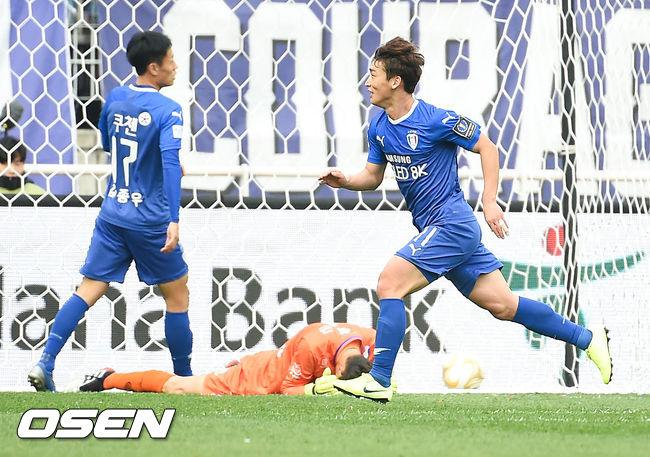 [사진]3-0 쐐기골 넣은 김민우,우승 확신