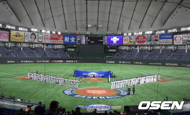 [OSEN=도쿄(일본), 곽영래 기자]양팀 선수들이 그라운드에 도열해 경기 시작을 기다리고 있다. /youngrae@osen.co.kr