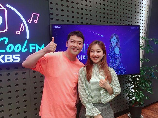 """[단독] """"측근들도 모르게 신중히""""…전현무♥이혜성, KBS 아나 선후배 커플 탄생 (종합)"""