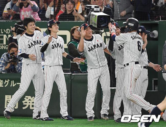 [사진]추가 득점 올리고 기뻐하는 일본