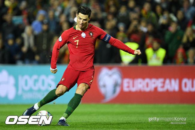 호날두 A매치 99호골 포르투갈, 룩셈부르크전 2-0 승...유로 2020 본선 확정