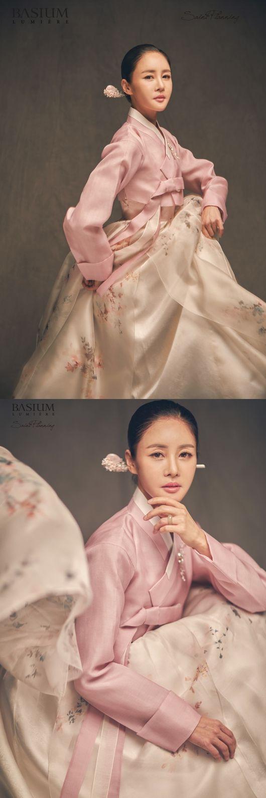 김미연, 웨딩 화보 공개..'개미허리' 돋보이는 순백+단아 '12월의 신부'
