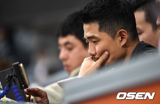[OSEN=고척, 최규한 기자]롯데 성민규 단장이 관중석에서 경기를 지켜보고 있다. /dreamer@osen.co.kr
