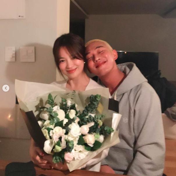 송혜교X유아인, 생일에 만난 절친