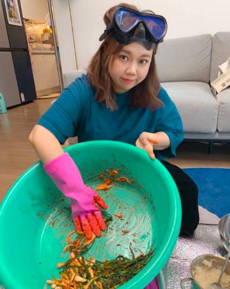 얼마나 맛있게요..홍현희, 손맛 들어간 파김치(ft.다이빙 고글) [★SHOT!]