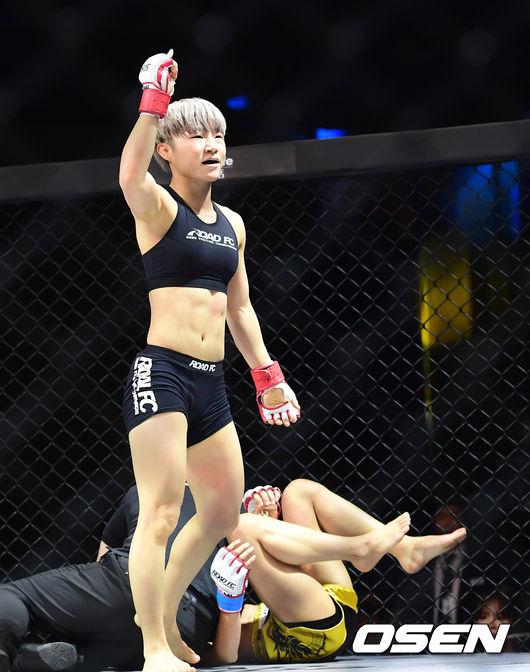[사진]박정은, 심유리에 TKO 승리