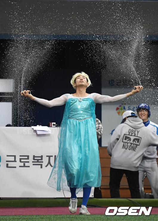[사진]김용희,엘사 등장