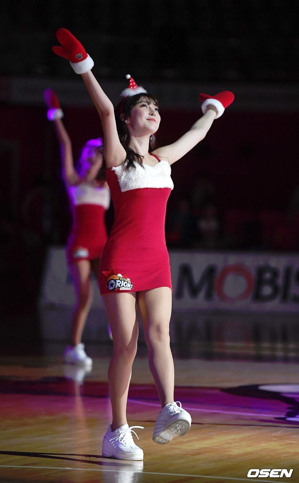 [사진]오리온 치어리더,'발랄한 산타걸'