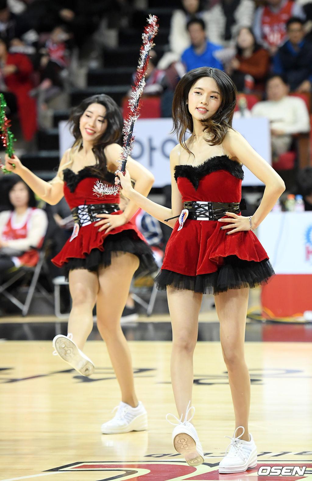 [사진]KGC인삼공사 치어리더,'산타복을 입은 요정'