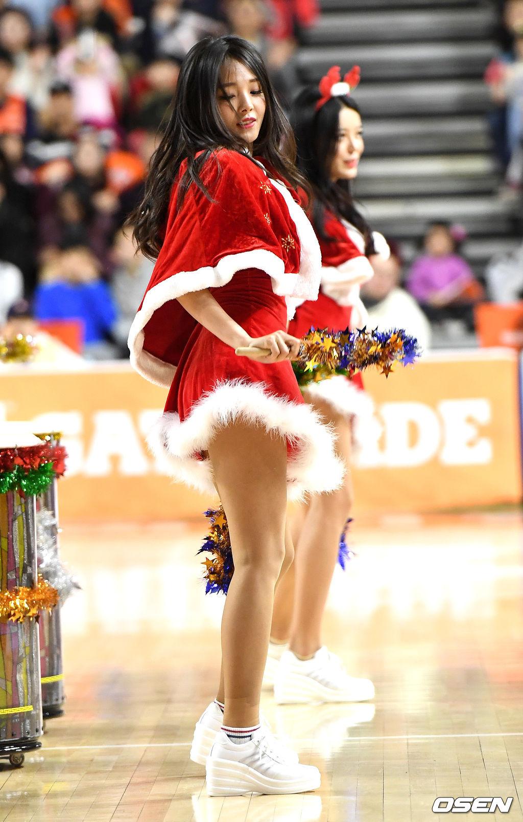 [사진]치어리더 강윤이, '매력만점 산타'