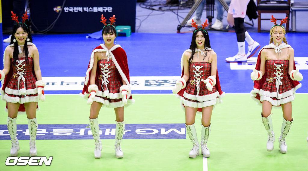 [사진]한국전력 산타 치어리더,'귀여운 안무'