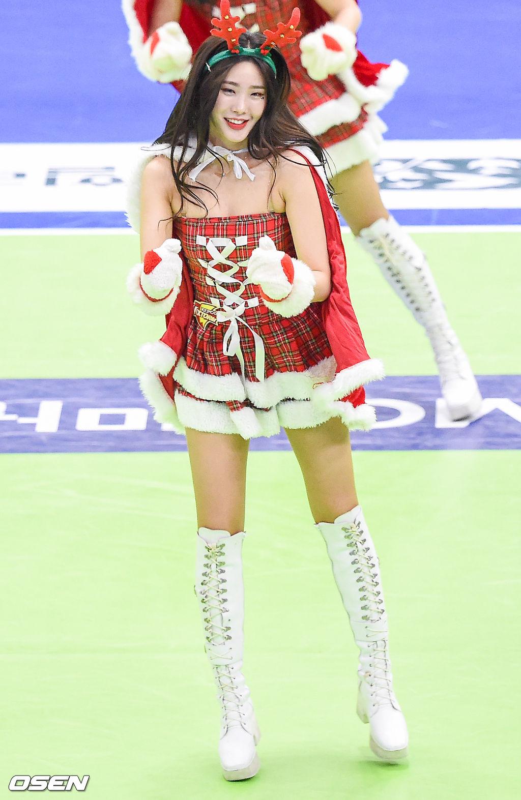 [사진]한국전력 치어리더,'섹시한 산타'
