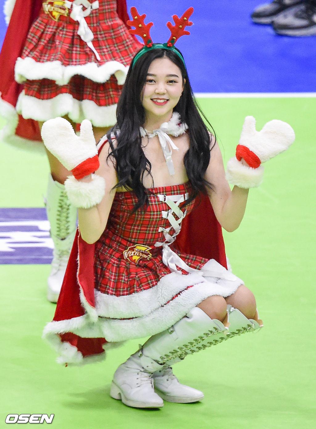 [사진]깜찍한 산타 한국전력 치어리더