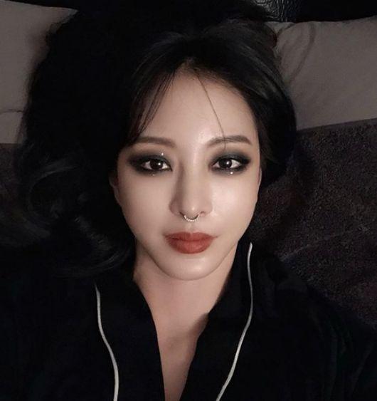 한예슬, 코걸이 하나로 '골디' 들썩...'파격VS패션' 이틀째 화제 ing [종합]