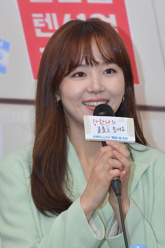 [사진=KBS 제공] 배우 강한나가 '볼륨을 높여요' 새 DJ로 나서며 기자간담회에 참석했다.