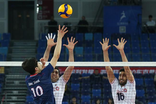 한국 남자배구, 4강에서 이란에 2-3 석패…올림픽 진출 좌절
