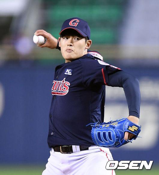 [사진] 롯데로 이적한 안치홍의 FA 보상선수로 KIA로 팀을 옮기게 된 투수 김현수 /OSEN DB