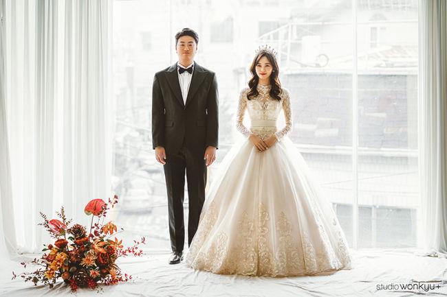 '두산' 이영하, 오늘 승무원과 결혼→웨딩화보 공개..박성광 사회x이석훈 축가