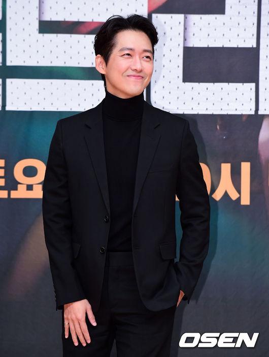 [OSEN=지형준 기자]배우 남궁민이 포토타임을 하고 있다. /jpnews@osen.co.kr