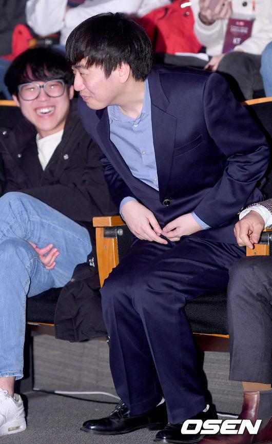 [사진]스코어 고동빈,당혹스러운 바지와 환하게 웃는 카카오 이병권