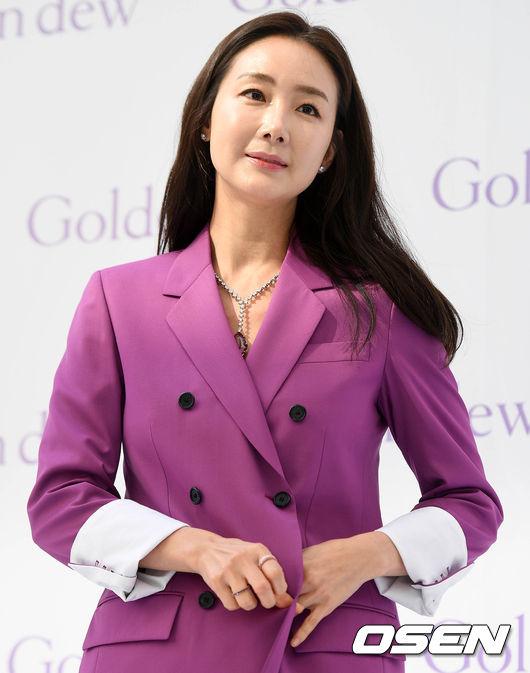 [OSEN=이동해 기자]배우 최지우가 참석하고 있다. / eastsea@osen.co.kr