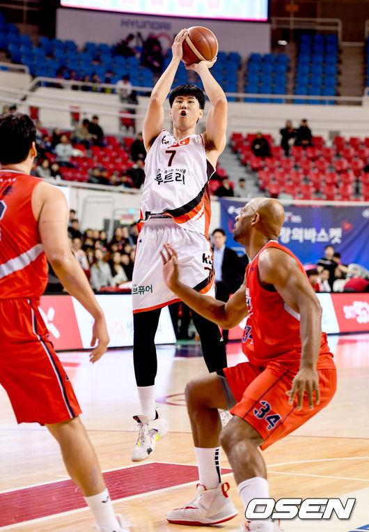 [사진]김민욱,멀리서도 문제없이 득점