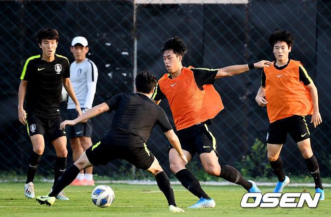 [OSEN=방콕(태국) 곽영래 기자]축구 대표팀이 훈련을 하고 있다. /youngrae@osen.co.kr