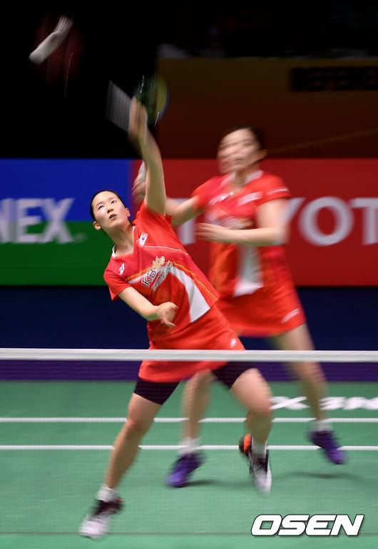 [사진]경기 치르는 김예린-장예나
