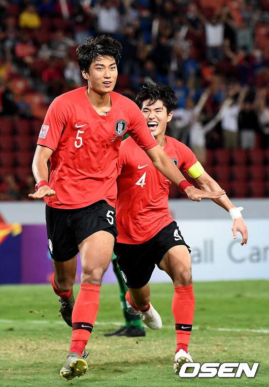 [OSEN=방콕(태국) 곽영래 기자] 26일 오후 태국 라자망갈라 스타디움에서 '2020 아시아축구연맹(AFC) U-23 챔피언십' 한국과 사우디아라비아의 결승전 경기가 열렸다.선제골을 넣은 정태욱이기뻐하고 있다. /youngrae@osen.co.kr