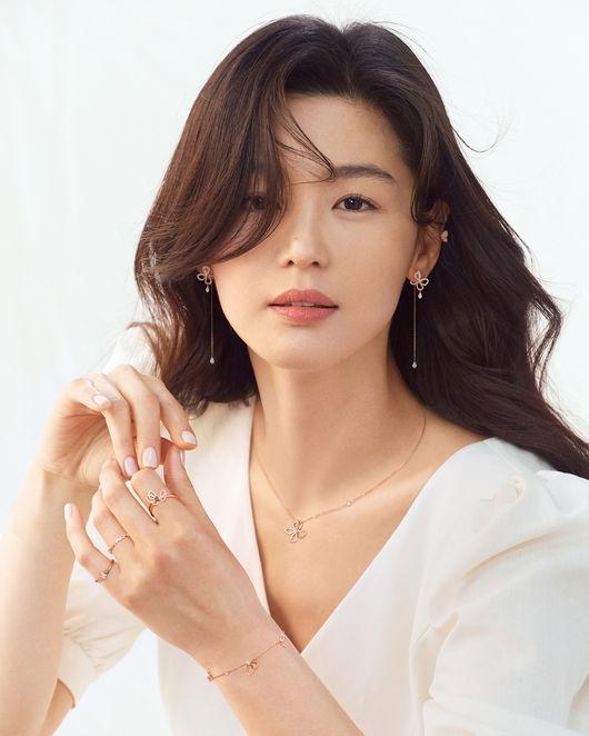 전지현, 일찍 찾아온 '봄의 여신' [화보]