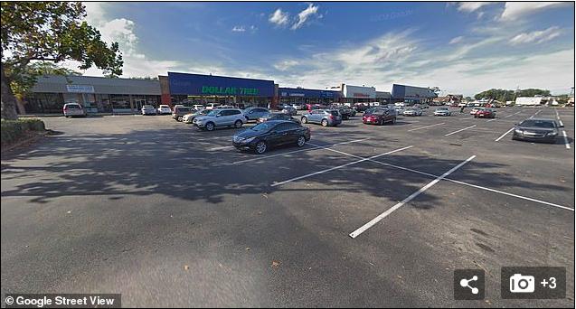 [사진] 맥과이어가 음란행위로 체포된 '플로리다 달러 트리' 주차장.