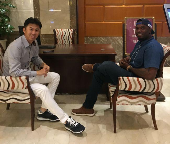 [사진] 손혁 감독(왼쪽), 헨리 소사. / 키움 히어로즈 제공