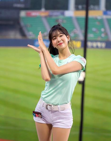 [사진=안지현 SNS] 치어리더 안지현이 야구선수 박효준과의 두 번째 열애설을 부인했다.