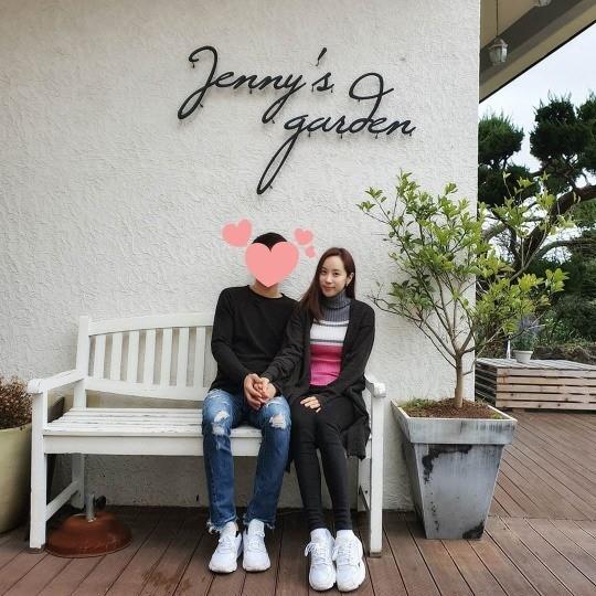 [사진=조민아 SNS] 걸그룹 쥬얼리 출신 조민아가 발렌타인데이를 맞아 연인과의 데이트 현장을 공개했다.
