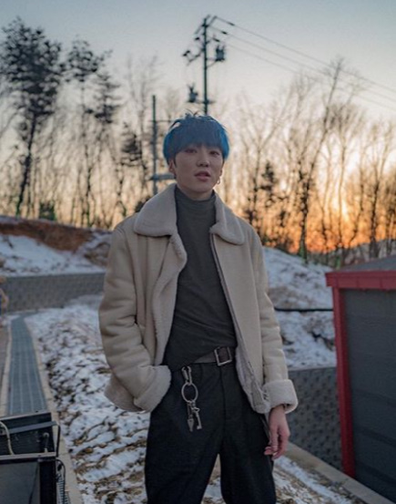 강승윤, 노을 보다 더 빛나는 미소..패션모델 뺨치는 센스 [★SHOT!]