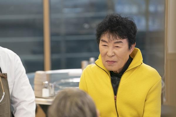 [사진=SBS플러스 제공] '밥은 먹고 다니냐?'에서 트로트 가수 송대관이 출연해 아내에 관한 루머를 해명한다.
