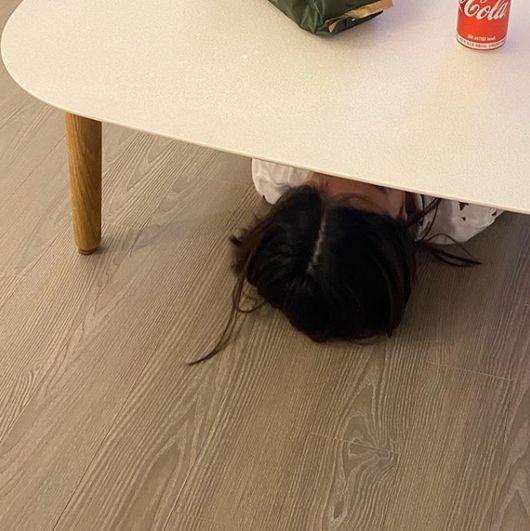 타블로, 딸 하루 근황공개..공부 시간되면 책상 밑으로 엉뚱 [★SHOT!]
