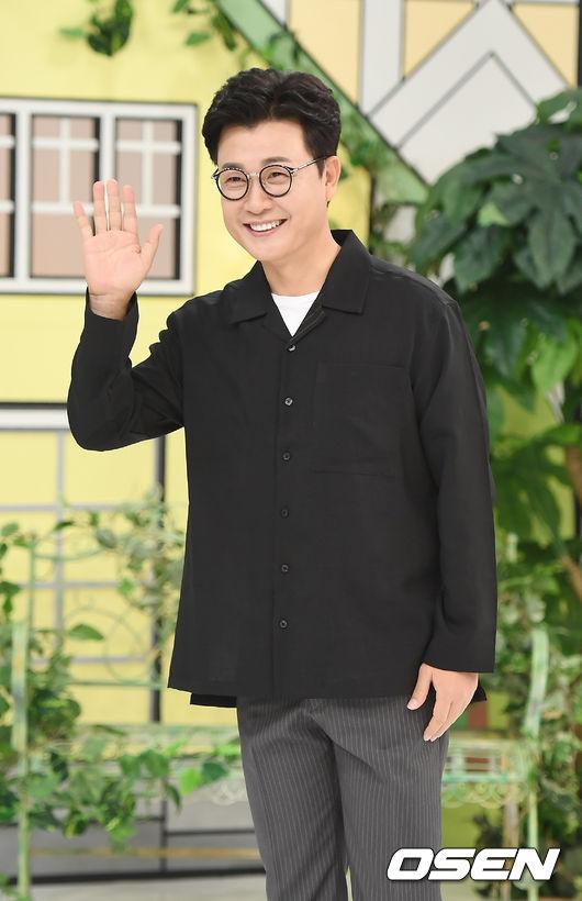 [OSEN=곽영래 기자]김성주가 포토타임을 갖고 있다. / youngrae@osen.co.kr