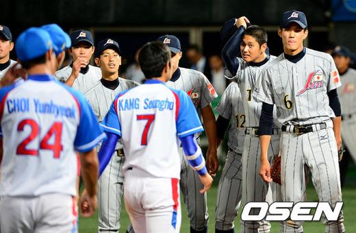 [OSEN=목동, 지형준 기자] 2012년 목동구장에서 열린 세계청소년야구선수권대회에서 일본 후지나미(오른쪽)와 오타니(오른쪽에서 두 번째) /jpnews@osen.co.kr