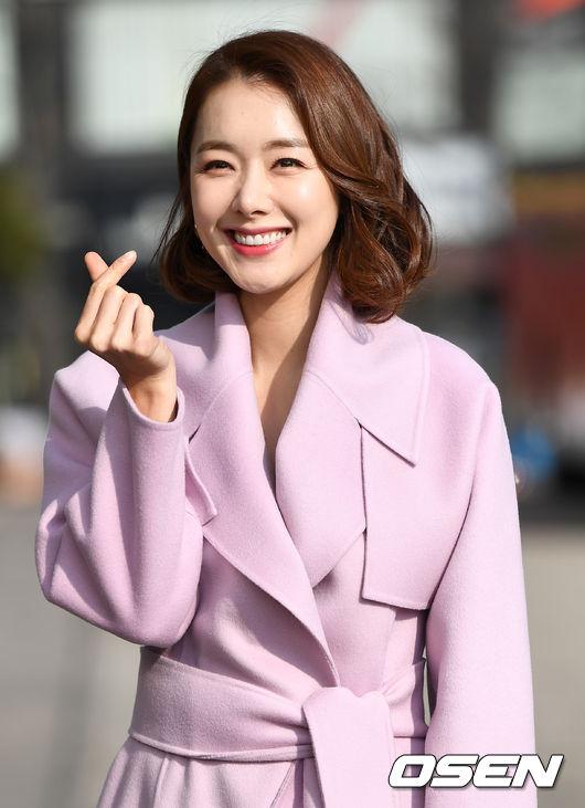 [OSEN=최규한 기자]배우 소이현이 출근하며 포즈를 취하고 있다. /dreamer@osen.co.kr