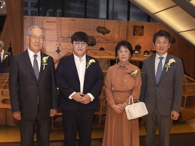 Big Hit S Chairman Bang Shi Hyuk Wins Pony Chung Innovation Award