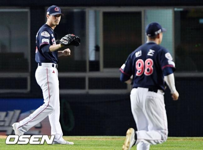 [사진] 2018년 롯데 시절 레일리(왼쪽)-번즈 /OSEN DB