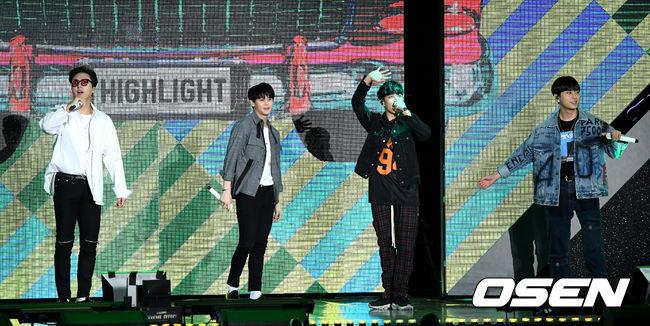 [OSEN=최규한 기자] 그룹 하이라이트가 6일 오후 서울 상암동 MBC 광장 특설무대에서 열린 'DMC페스티벌 2018' DJ 콘서트 무대를 펼치고 있다. /dreamer@osen.co.kr