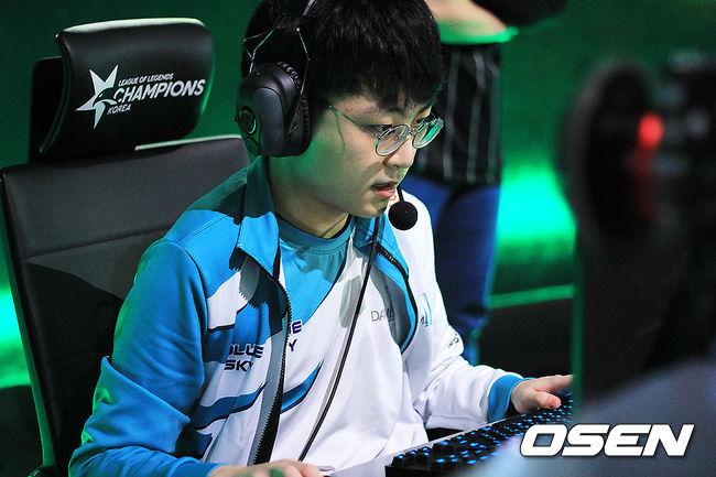[LCK] '화끈한 경기력' 담원, T1 상대 2세트도 승리… 4승 달성